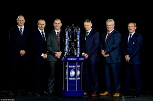 2523740100000578-2929700-From_left_to_right_coaches_Vern_Cotter_Philippe_Saint_Andre_Stua-a-61_1422444746932